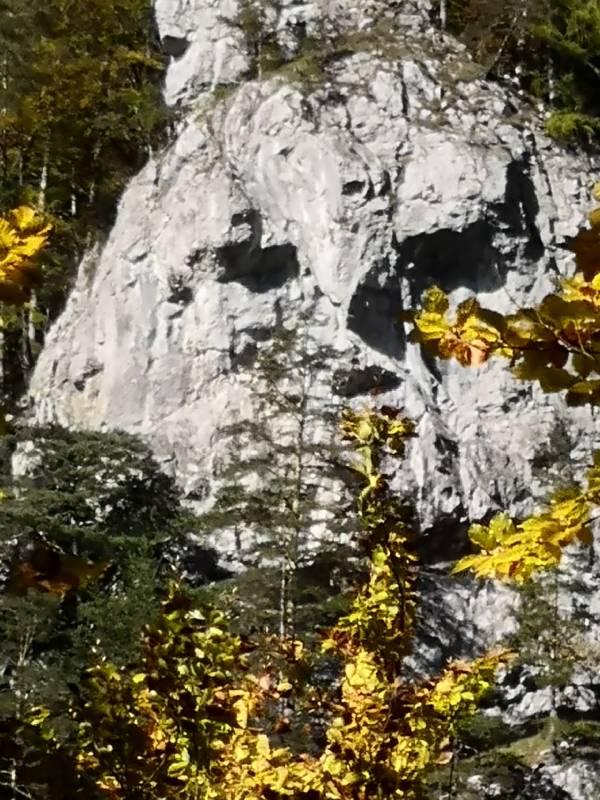 Jednou zo zaujímavostí Kvačianskej doliny je Jánošíkova hlava, ktorá dokonca v daždi roní aj slzy. Foto: O. Kleinová