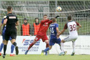 Brankár Rehák podal v zápase s Dubnicou spoľahlivý výkon. Foto: I. Kardhordová
