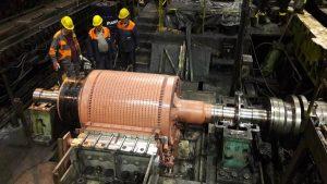 Pohľad na výmenu rotora pravého motora pohonu ozubenej tyči na pretlačovacej stolici