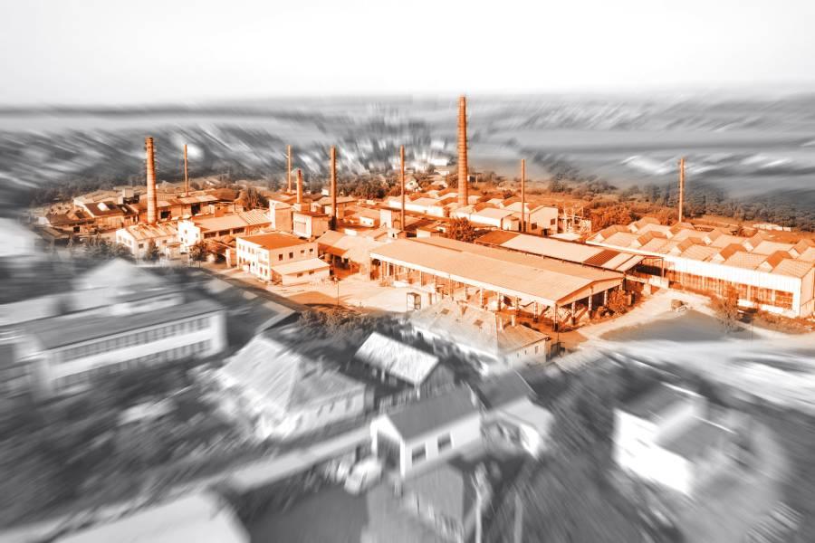 Za stotridsať rokov prešla kalinovská šamotka rôznymi etapami vývoja, od účastinnej spoločnosti cez štátny podnik Slovenské magnezitové závody, Žiaromat, štátny podnik až po začlenenie do ŽP Group. Foto: Žiaromat Kalinovo