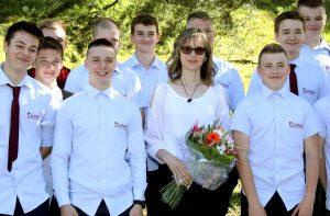 Ocenená učiteľka Mgr. Martina Završanová spolu so svojimi žiakmi. Foto: I. Kardhordová