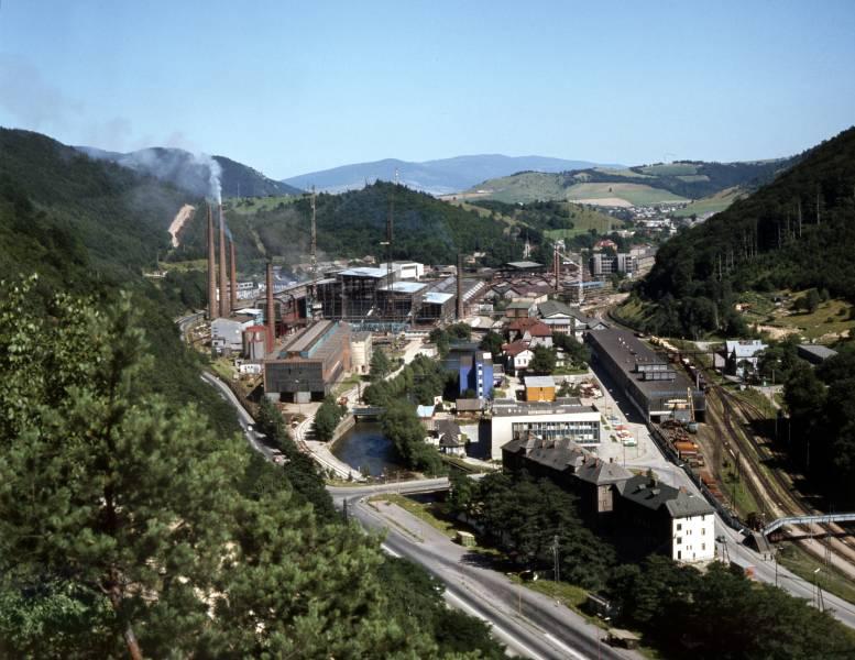 Starý závod v období výstavby zariadenia plynulého odlievania ocele v roku 1980. Foto: archív redakcie