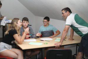 Anglickí lektori s deťmi komunikujú len v angličtine. Foto: I. Kardhordová