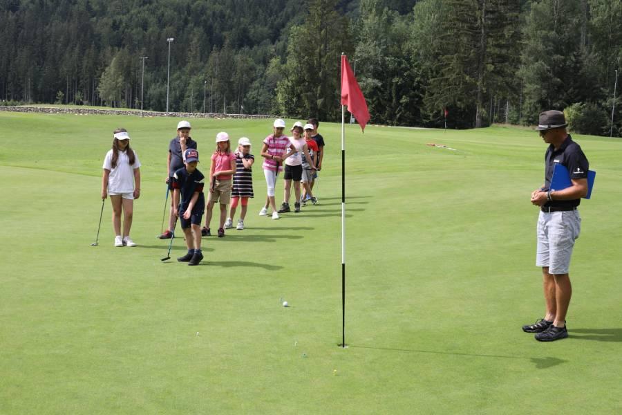 V letnom golfovom tábore sú deti v nádhernom prostredí Nízkych Tatier. Foto: I. Kardhordová
