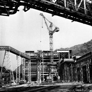 Celkový pohľad na výstavbu haly oceliarne objektívom A. Nociarovej