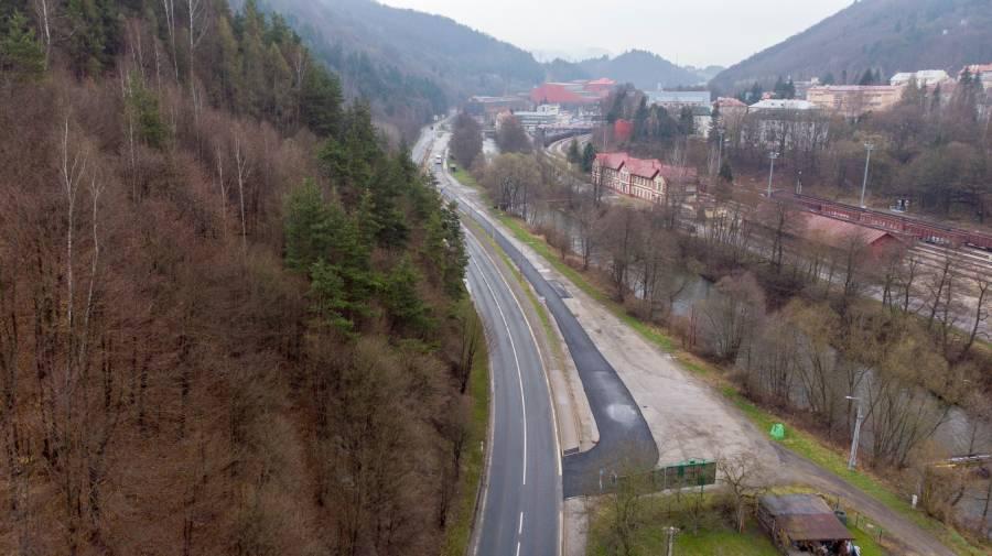 Vstup na autobusové nástupište objektívom R. Ryboviča