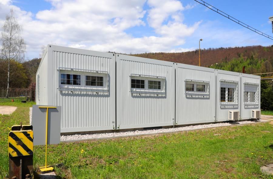 Novovybudovaná administratívna budova v prevádzkarni oceliareň objektívom A. Nociarovej