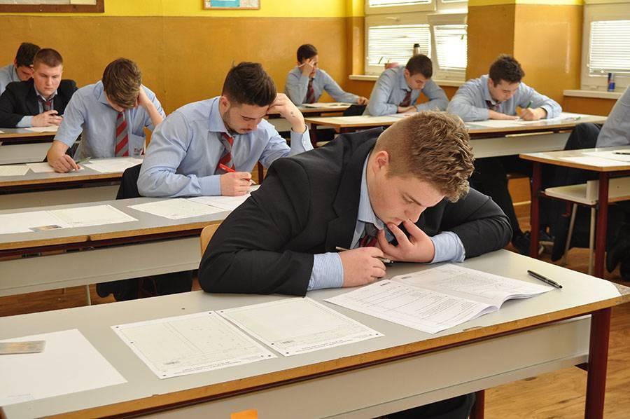 Maturitné skúšky budú aj tento rok vykonávané administratívne. Archívne foto: J. Čief