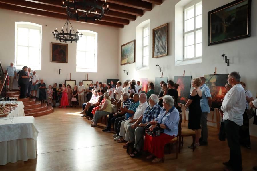 Vernisáž výstavy sa uskutočnila v Gizelinom dome za prítomnosti významných osobností verejného a kultúrneho života regiónu. Foto: A. Nociarová