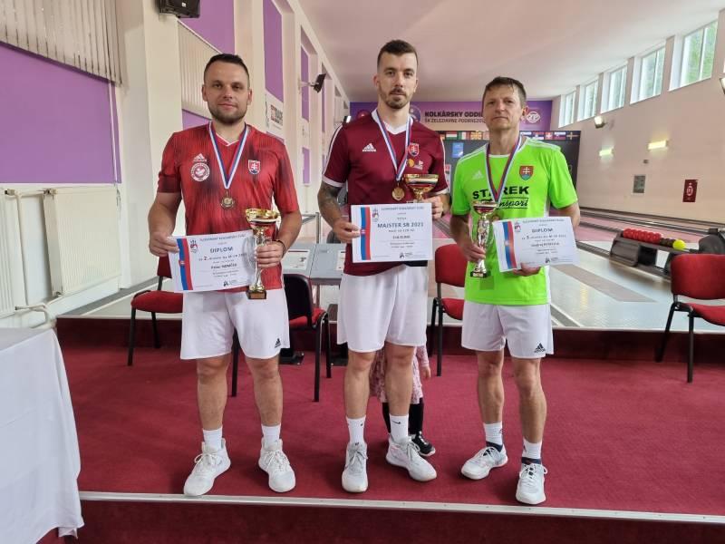 Prví traja kolkári z majstrovstiev SR. Zľava Peter Nemček, Erik Kuna a Ondrej Kyselica