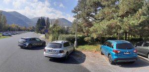 Na tomto obrázku porušujú vodiči hneď dva predpisy. Foto: M. Jančovič